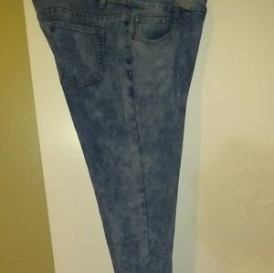 Denim - Stone Wash Jeans